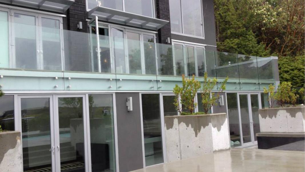 Glass railings project West Vancouver